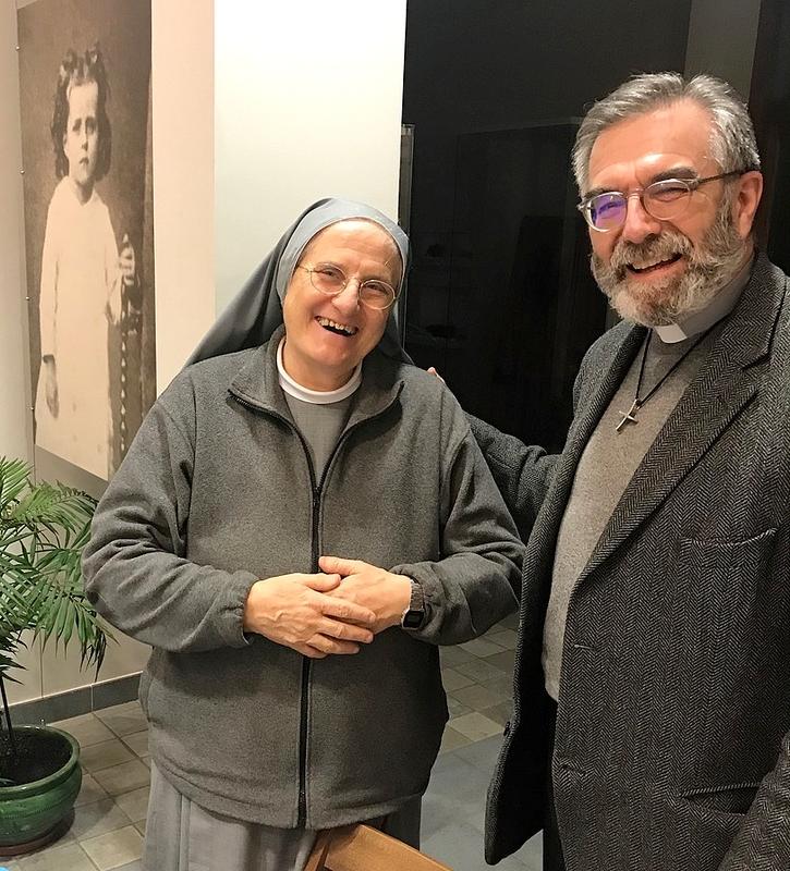 Soeur Ritalba et le P. Thierry Hénault-Morel, recteur du sanctuaire.