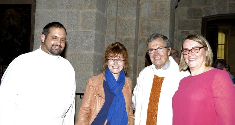Pierrick, Anne-Marie Hue-Concé organiste, P. Loïc et Sophie Mallet chef de choeur
