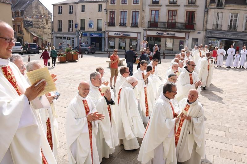 et une grande joie parmi les prêtres qu'un nouveau soit ainsi donné au diocèse.