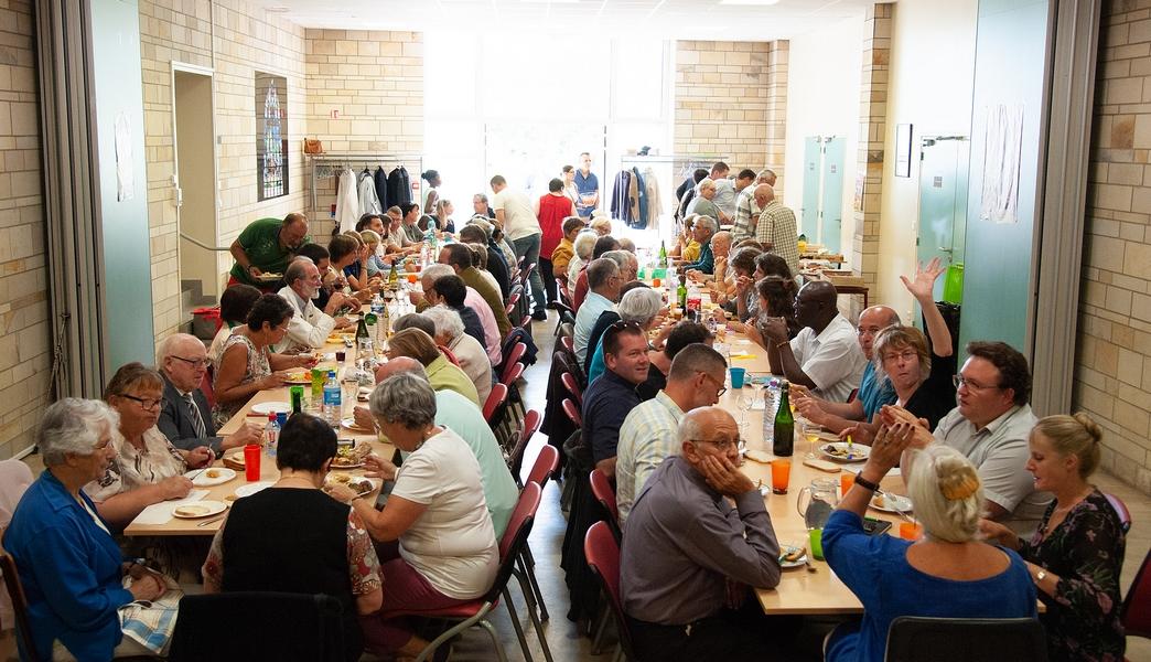 Après la célébration, un repas partagé a réuni tous les amis du P. Stéphane.
