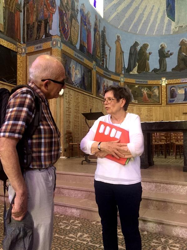 Avec Mme Lemercier à Notre Dame de Passais-la-Conception.