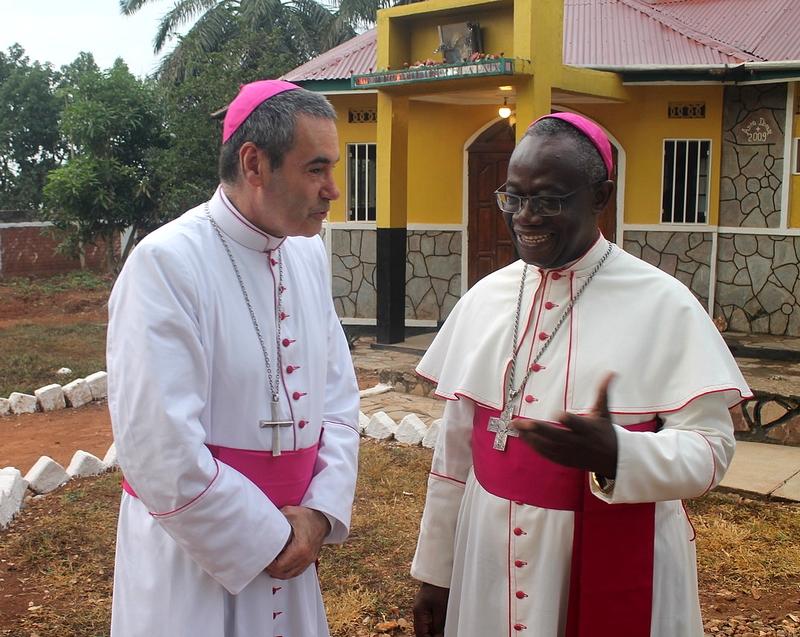 Liens d'amitié et de fraternité entre Mgr Kasanda et Mgr Habert.