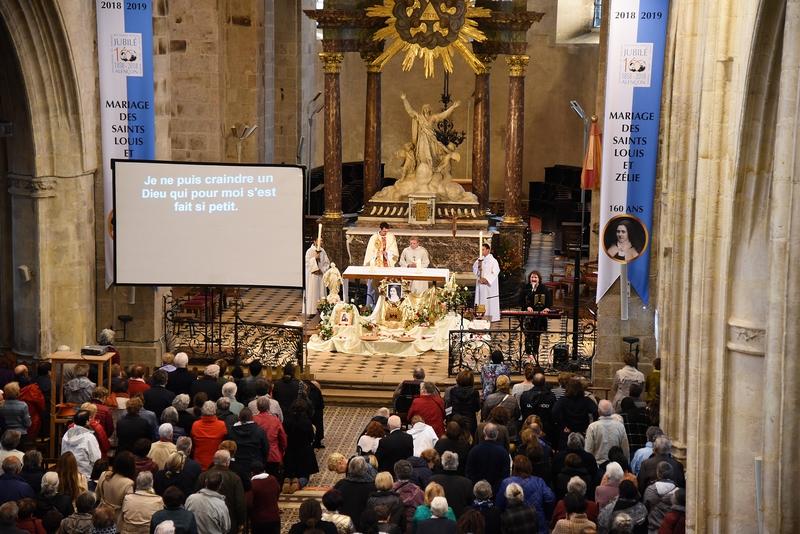Le Saint Sacrement est exposé