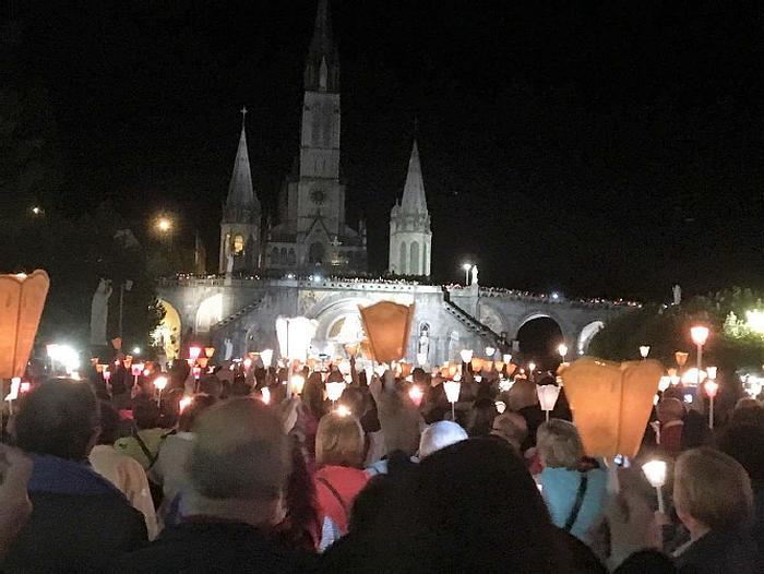 Les intentions ont été rédigées par certaines d'entre elles avant le congrès (chaque équipe est venue à Lourdes avec des écrits des membres de leur aumônerie).