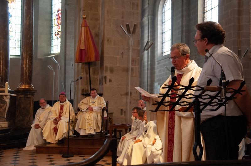 A la fin de la messe, un texte préparé par Anne-Marie est lu par le P. Loïc et Emmanuel