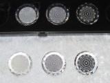 Facettenkristalle grau