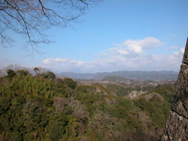 遠く九重連山を望む。