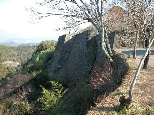 岡城祉の城壁です。古城がしのばれます。