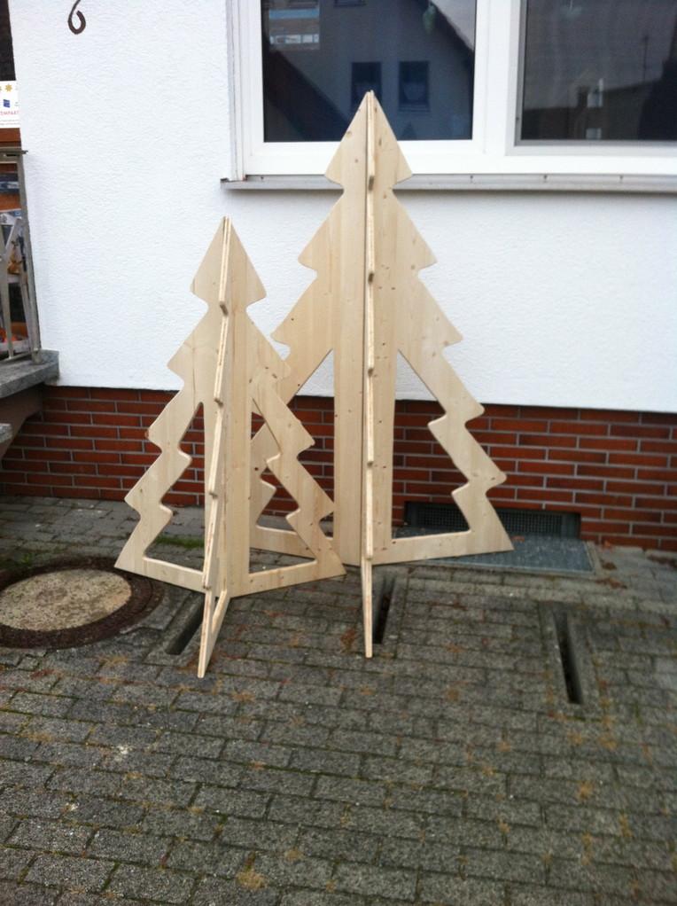 Holz-Christbäume