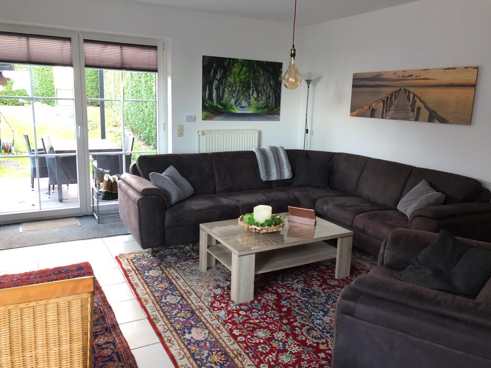 Wohnbereich mit der großen Couch