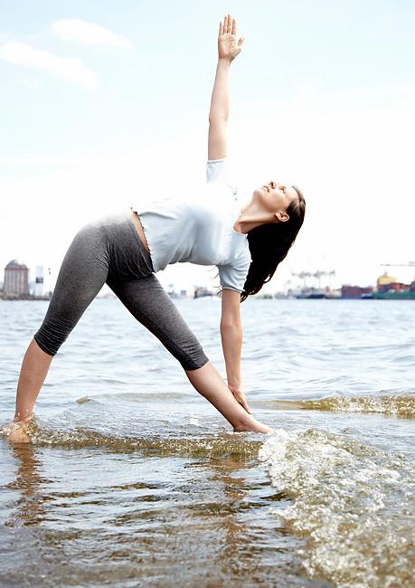 Trikonasana Lilashakti Yoga Hamburg