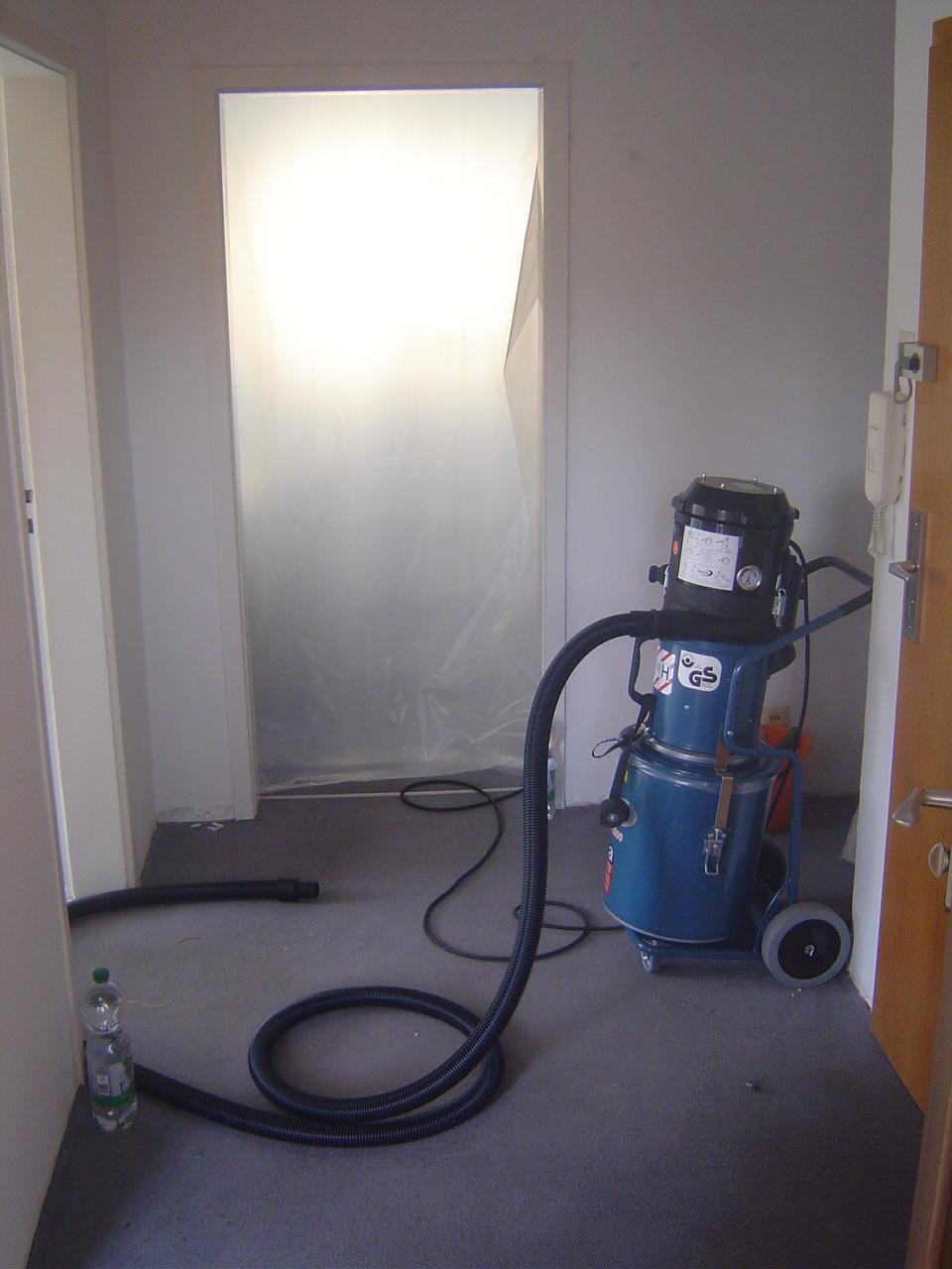 LINDENTHAL Umweltdienstleistungen: Aufbau Sanierungsbereich / H1-Sauger