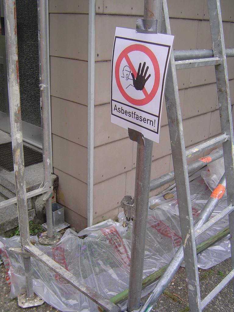 LINDENTHAL Umweltdienstleistungen: Abbau asbesthaltiger Fassadenverkleidung