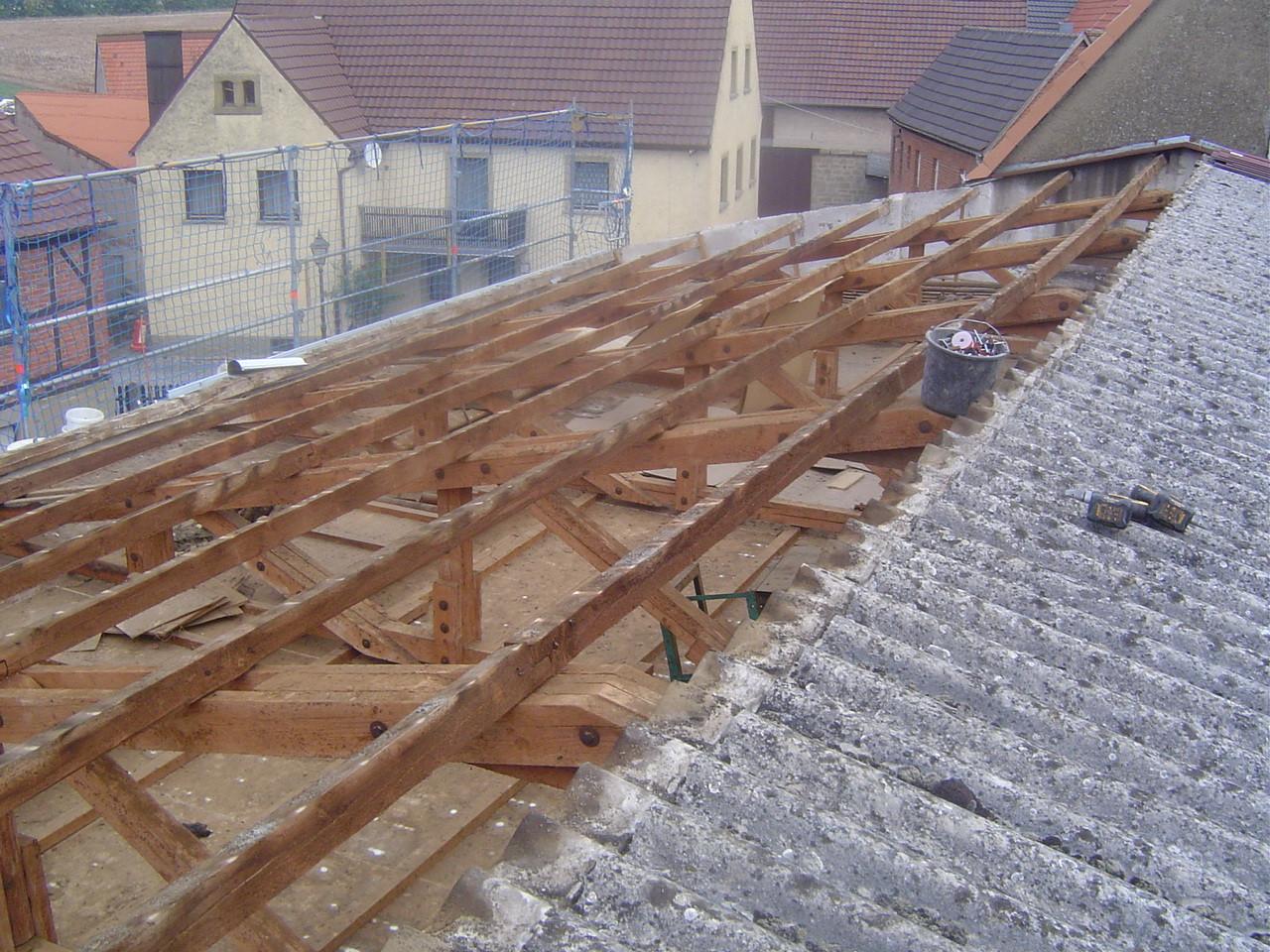 LINDENTHAL Umweltdienstleistungen: Abbau asbesthaltiger Dach-Welleternitplatten