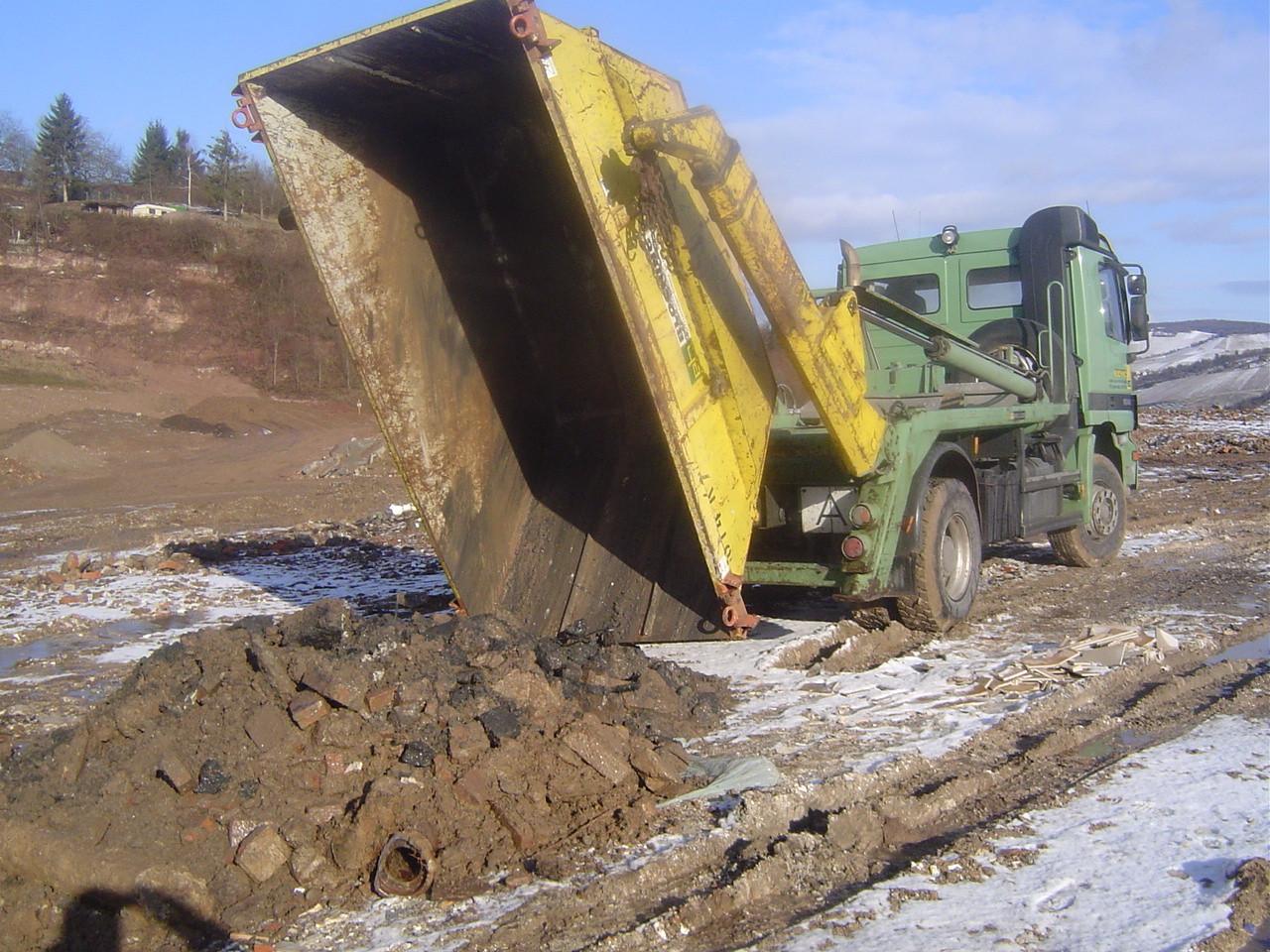 LINDENTHAL Umweltdienstleistungen: Verbringung von verunreinigtem Erdaushub auf eine DK II - Deponie