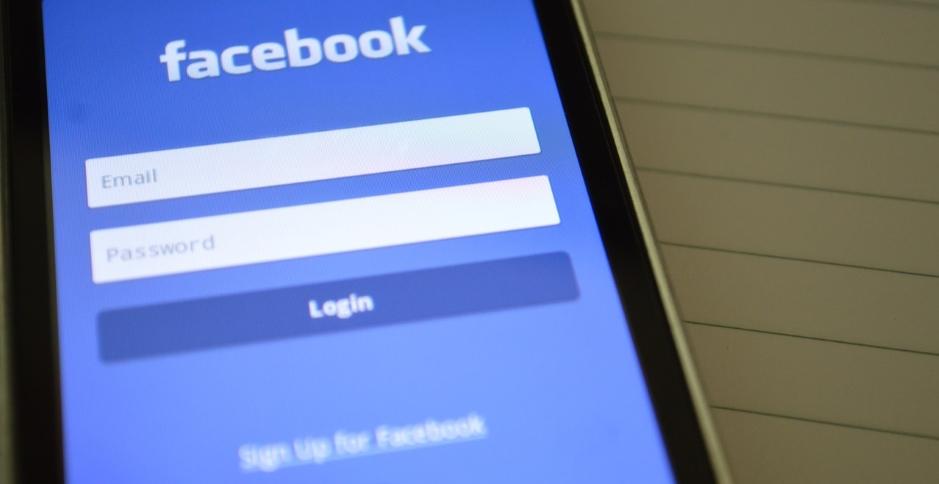 Page de connexion à Facebook, premier risque d'effractions digitales