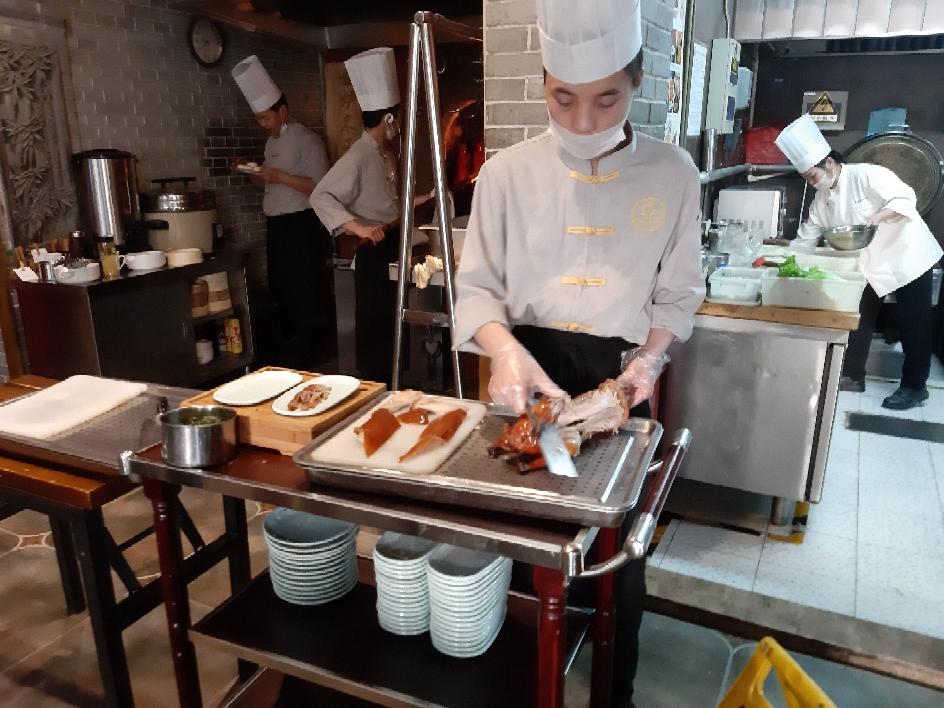 Bon appétit bien sûr.... le canard laqué spécialité de Pekin