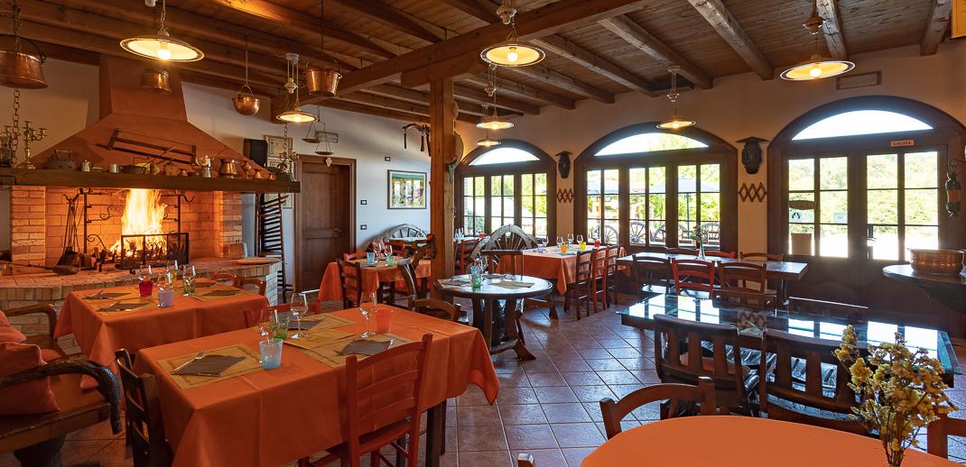 Agriturismo Il Picchio, sala da pranzo, sala del Caminetto - foto Alessio Buldrin
