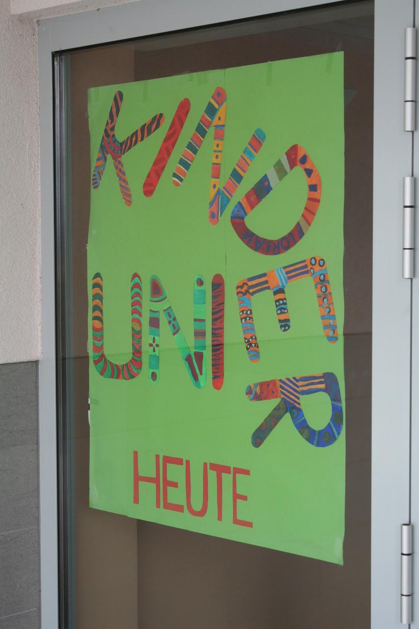 Plakat an der Eingangstür