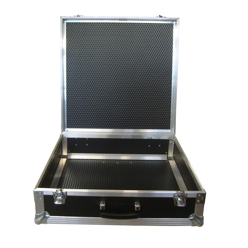 unausgekleideter Koffer
