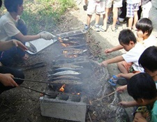自分で魚を焼きます。