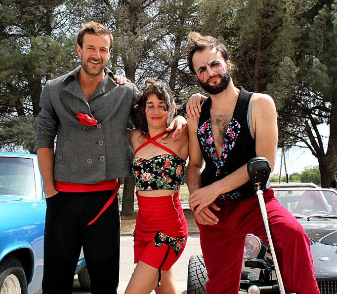 Costumes d'un jour pour les performeurs de la compagnie Malunès - 2014 // photo : T.Direxel