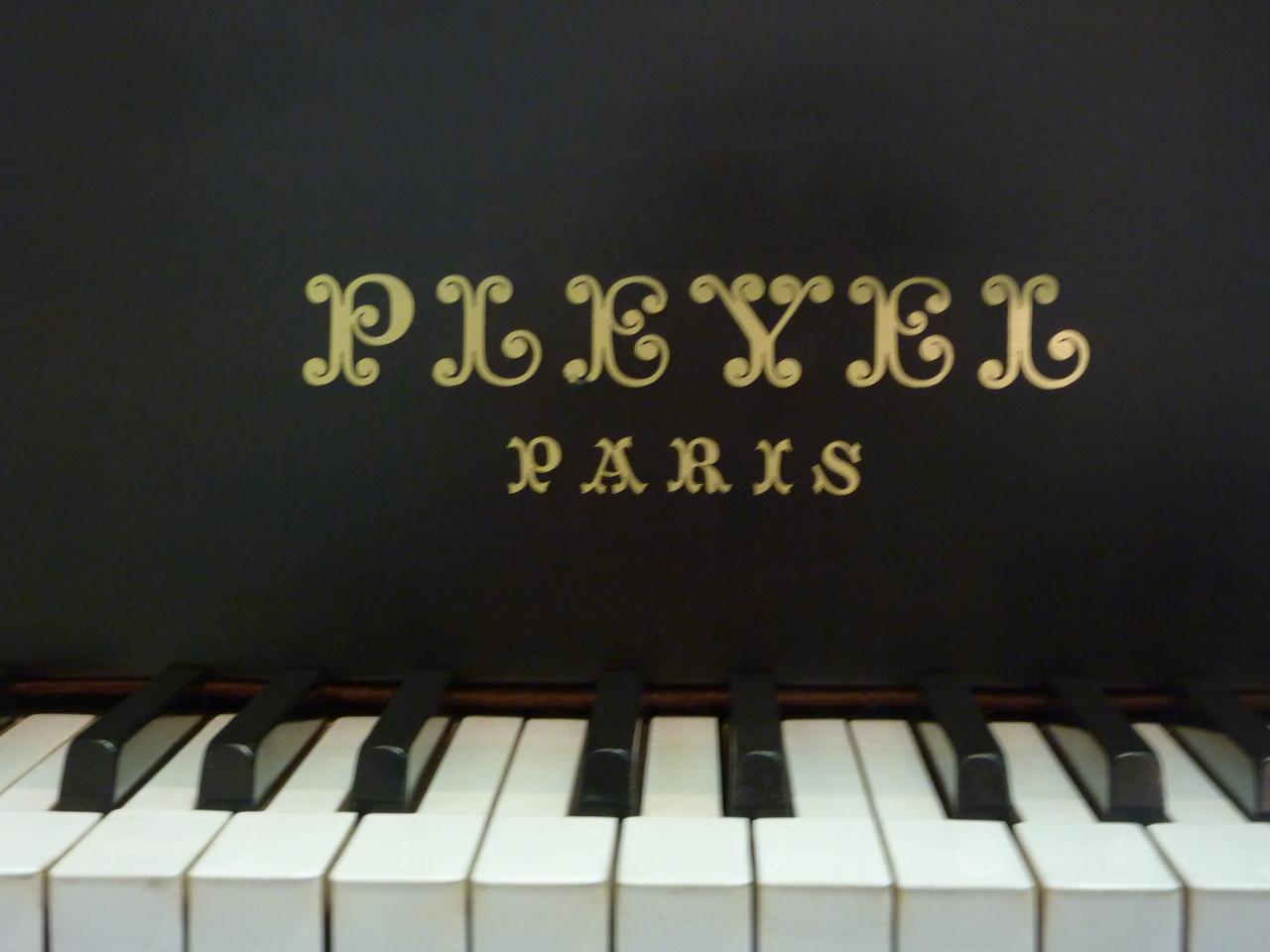 PLEYEL ロゴ