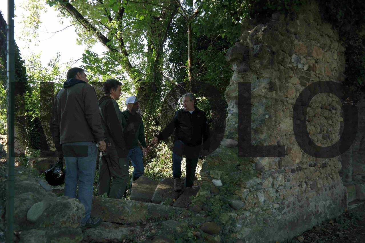 Il regista Mauro Vittorio Quattrina con alcuni componenti dell'Associazione Pro Loco Lazzaretto