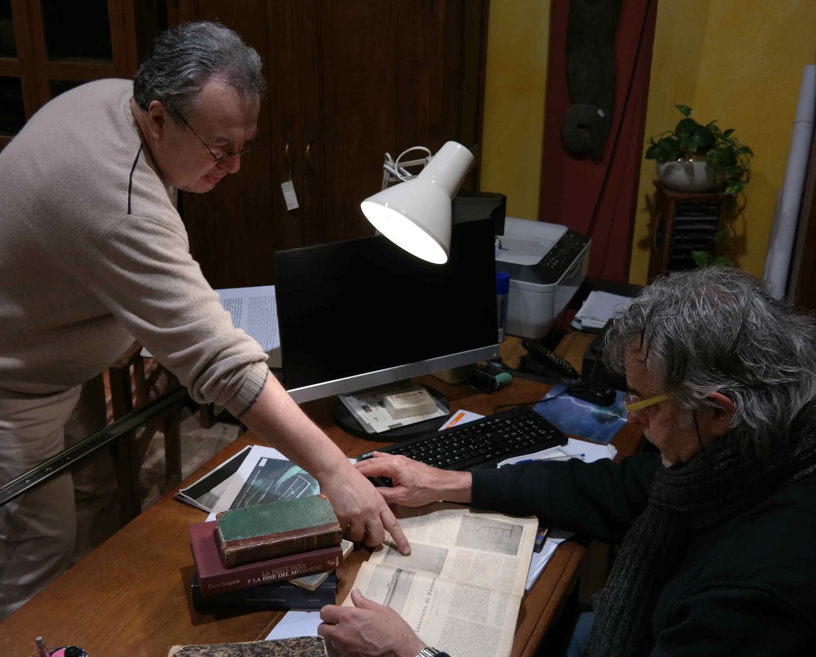 Il regista Mauro Vittorio Quattrina con l'attore Michele Vigilante durante le riprese