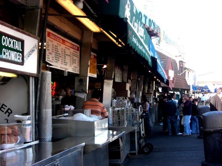 カニチャウダーやカニサンドなど数々のシーフード料理のお店が、たくさんありました。