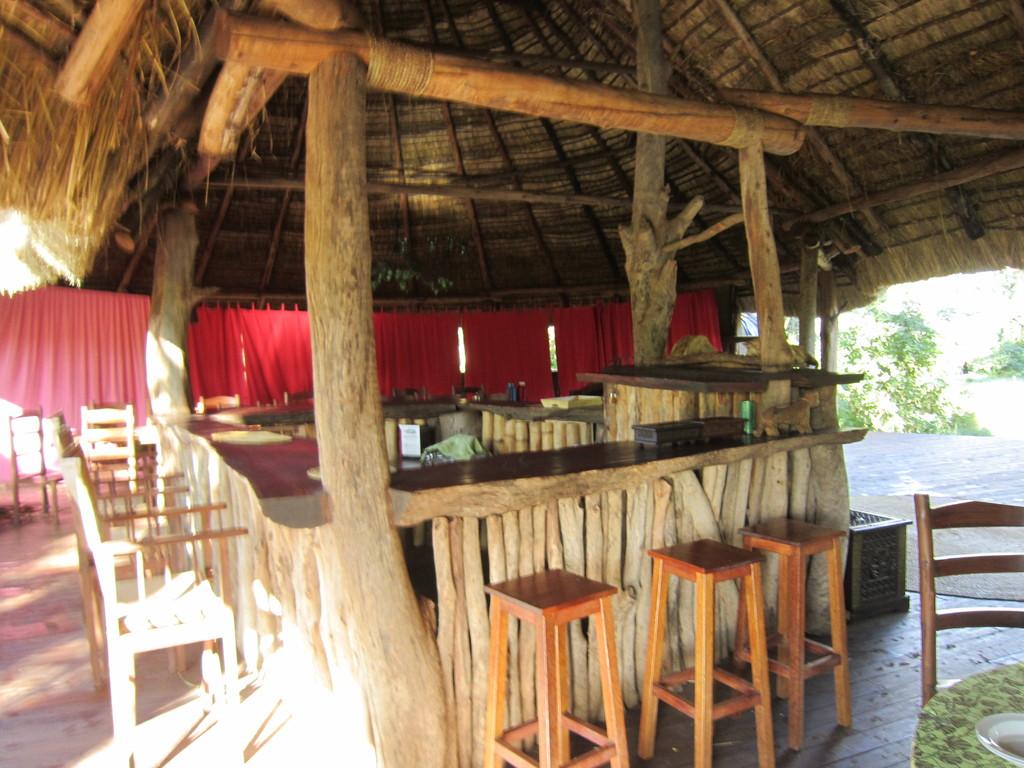 ンダラクワイキャンプのラウンジのカウンター