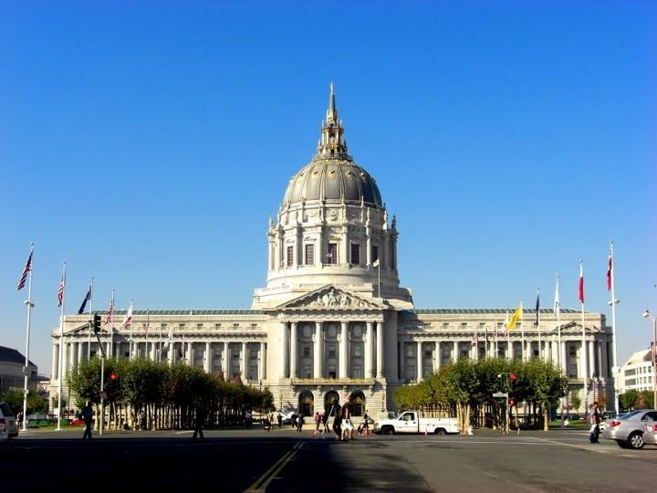 とても美しい市庁舎の建物です。