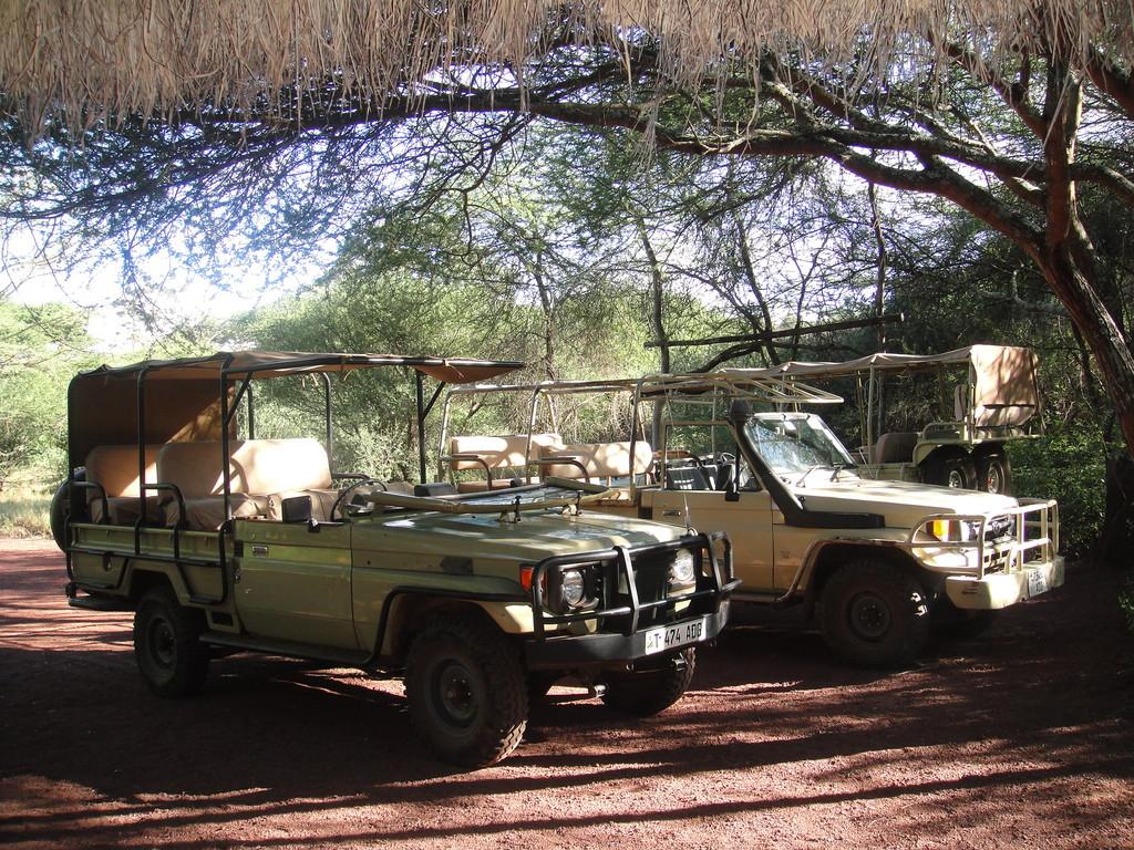 ンダラクワイキャンプのサファリカー此処は二台だけでした。