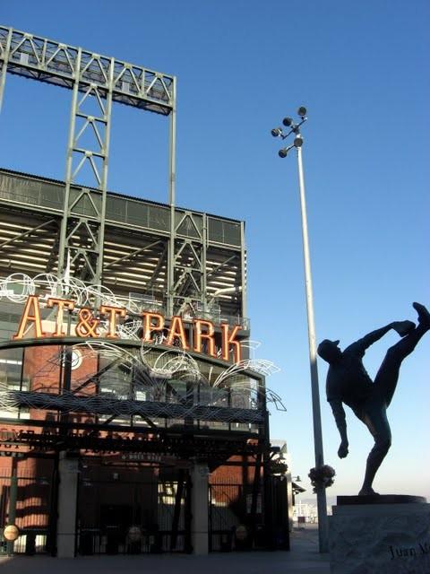 AT&Tパーク球場。ホームランを打つと、海の中に球がポチャリと入るので、有名。