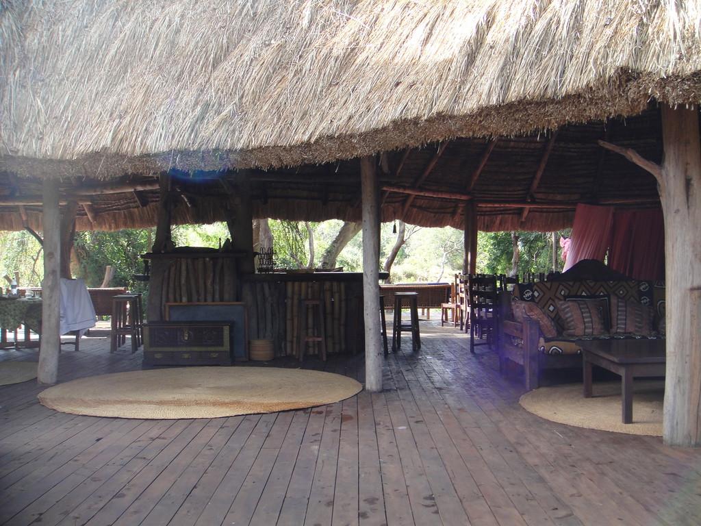 ンダラクワイキャンプ外から見たラウンジ見た目よりすっごくだだっ広いです。
