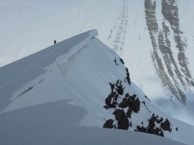 Im Abstieg am Ende des abflachenden Firngrats © D. Zaluski