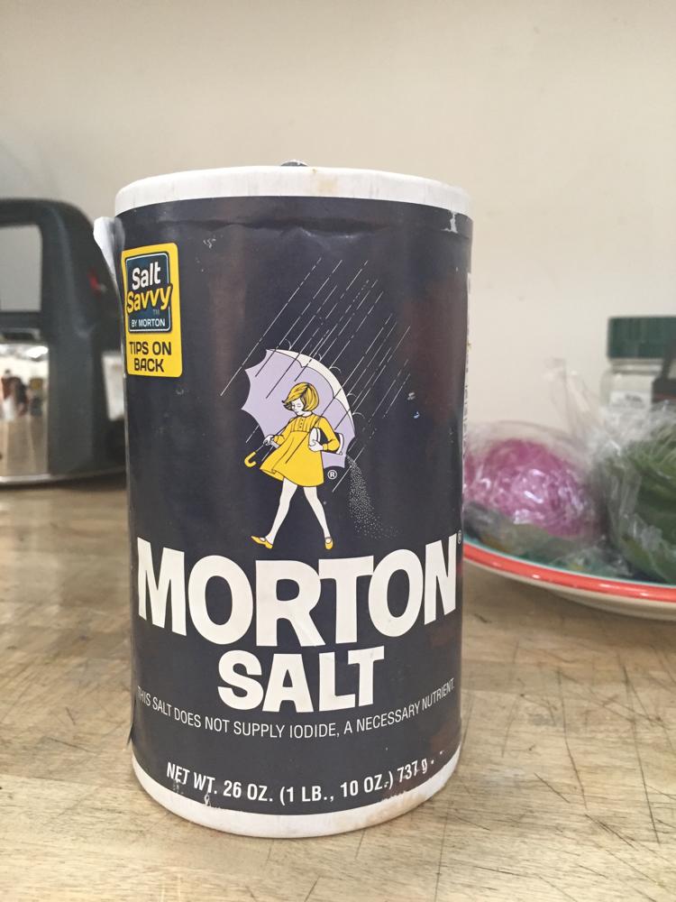 塩。イラストとデザインに惹かれお土産にした。う〜〜ん。つまらーん!