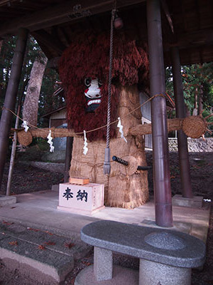 堀越の明石神社のお人形様。屋形と朴橋にも祀られてるらしい。