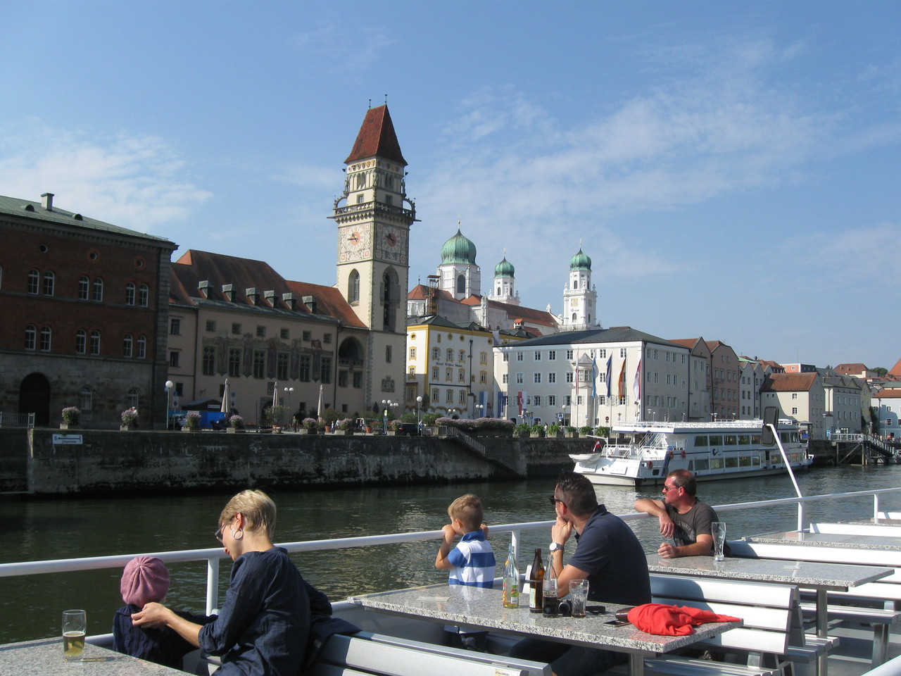 Passau, Ansicht vom Donauschiff ...