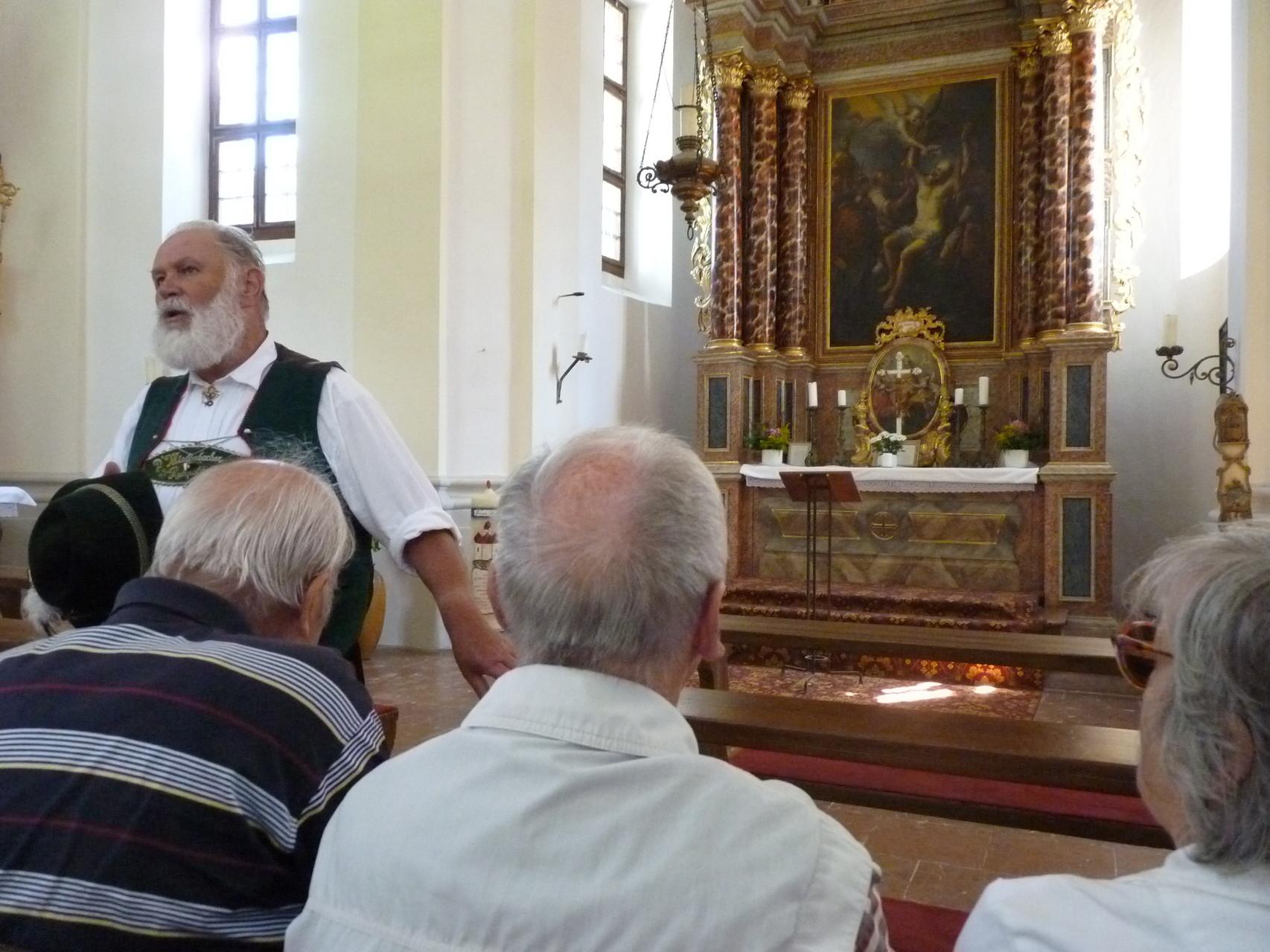 Einiges Wissenswertes über den See und seine Geschichte, vermittelt vom Reiseleiter in der Kirche von St. Bartholomä