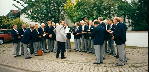 Einsingen vor einer Veranstaltung in Abenheim