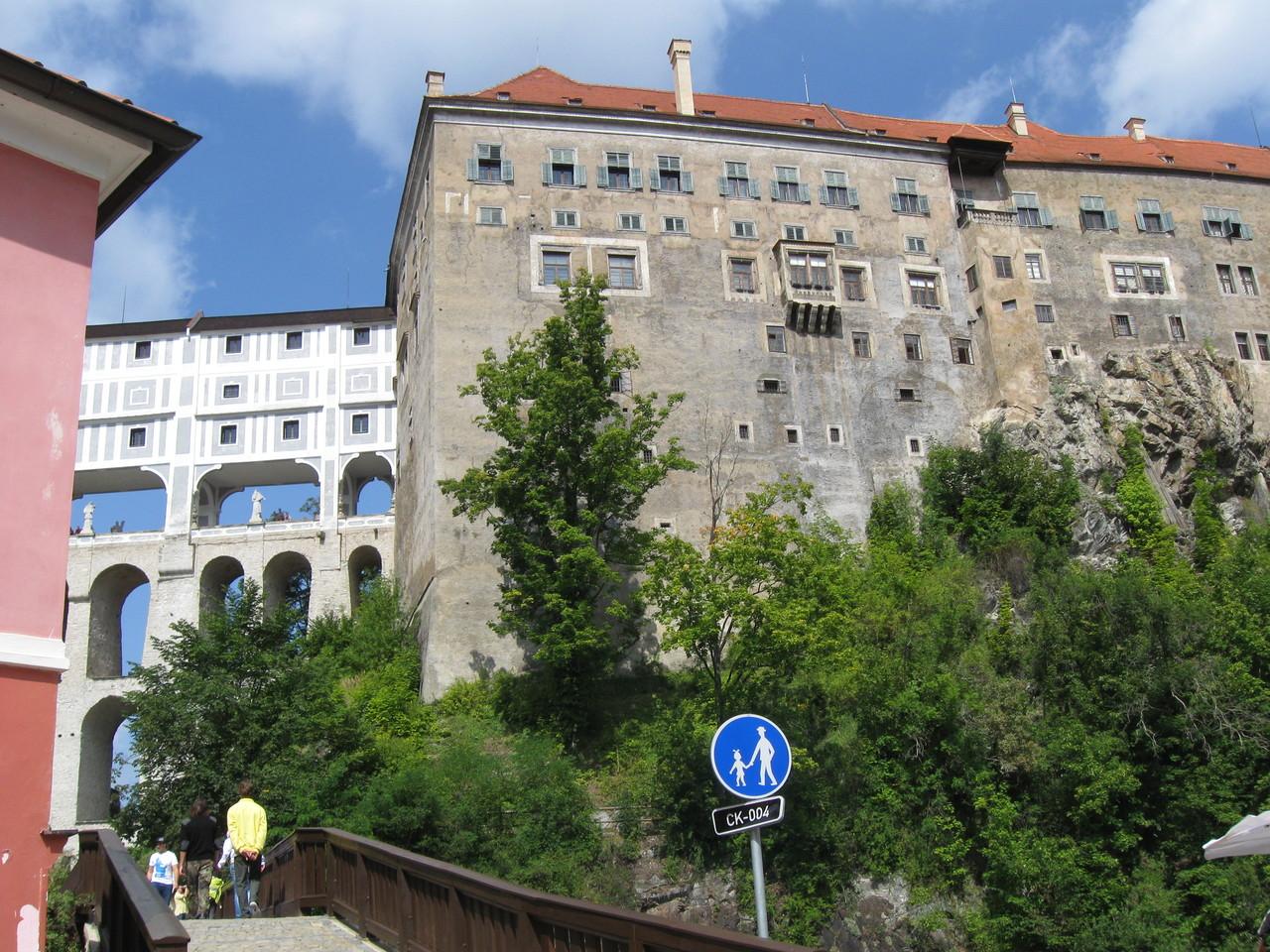 Teil der Stadtmauer mit der Mantelbrücke