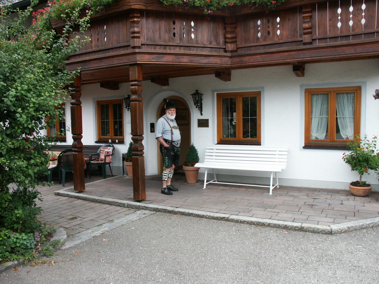 """Reiseleiter Dieter erwartet seine """"Schäfchen"""""""