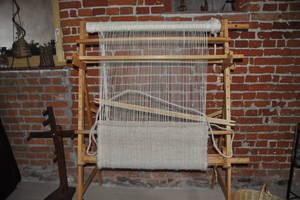 Auf dem Handwebstuhl entsteht ein Teppich aus Alpaka-Teppichwolle