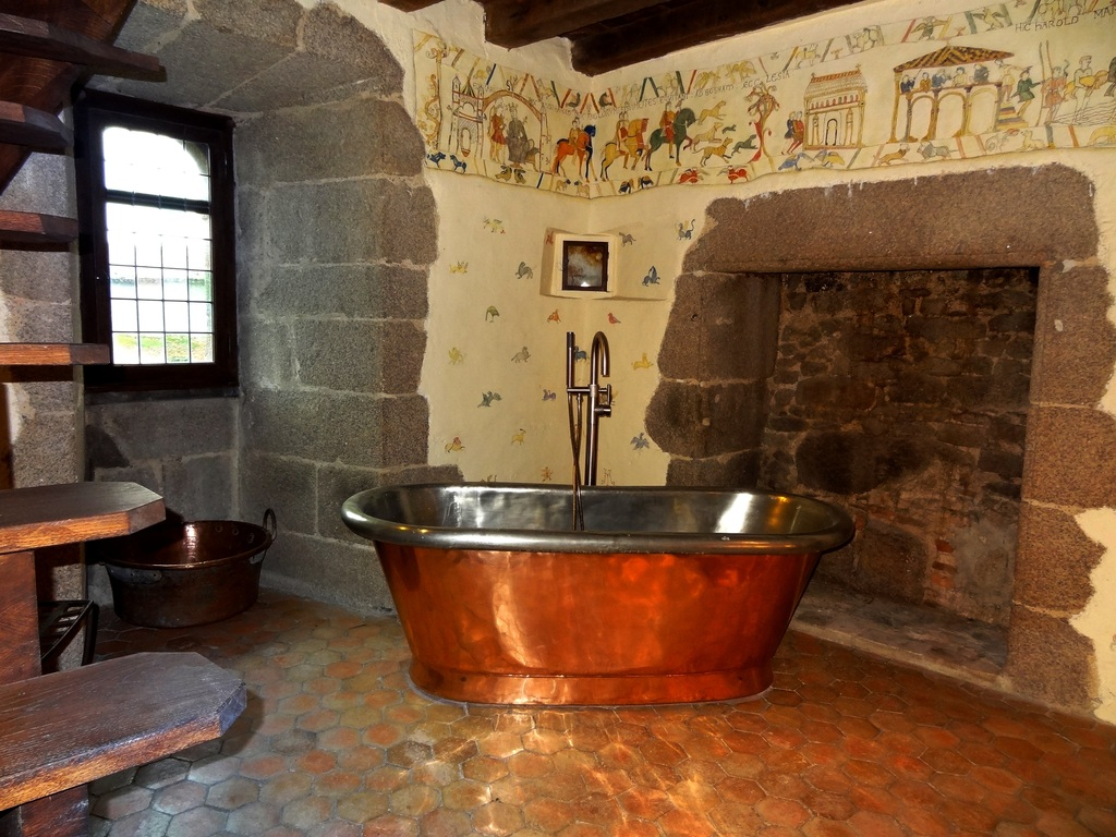 Copper bath, Watchtower , Tennessus medieval castle B&B