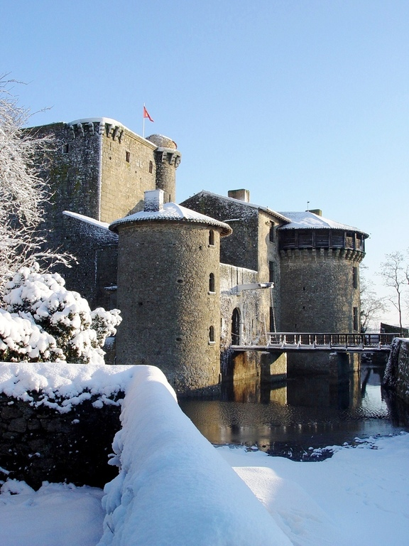 Snow at Tennessus medieval castle bed and breakfast