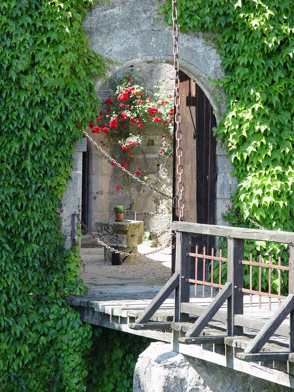 The drawbridge, Tennessus medieval castle B&B