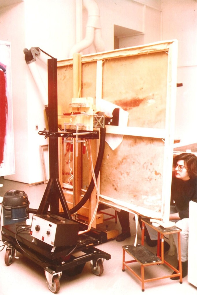 Restauración de pintura de José Guerrero. Departamento de Restauración del Museo Nacional Centro de Arte Reina Sofía.