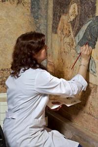 Restauración de las pinturas murales de la Capilla de Santa Cruz de Maderuelo en el Museo Nacional del Prado.