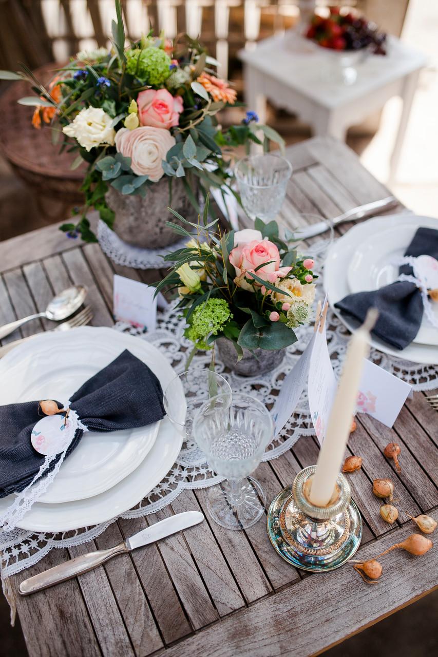 Tischpapeterie, Hochzeitsfotografie, Pocketfold-Einladung, Hochzeitseinladung, Hochzeitspapeterie, Mirjam Wilde, Lisa Wagner, pastell, mint, apricot, rosé, Hochzeitsset,  individuell, boho, rustikal, vintage
